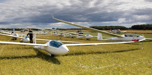 Queue of gliders waiting to launch